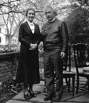 На людях Альберту ЭЙНШТЕЙНУ и замужней Маргарите КОНЕНКОВОЙ приходилось изображать просто добрых друзей
