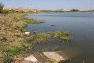 Из-за аномальной жары вода в озере испарилась, обнажив невиданные ранее артефакты.