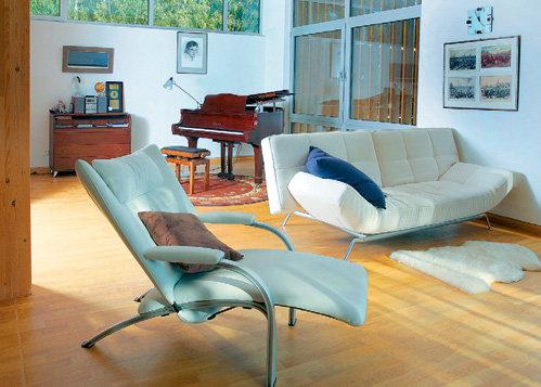 Мягкая мебель - в стиле контемпорари, рояль подарила фирма «Yamaha» на 65-летие мэтра