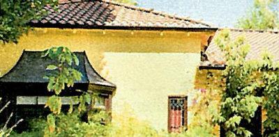С виду дом выглядит без претензий