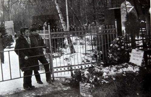 Могила ВЫСОЦКОГО в начале 80-х годов
