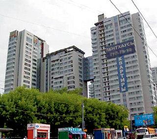 Этот жилой комплекс в Москве на Шмитовском проезде возвела компания «Русский монолит», специализирующаяся на строительстве элитного жилья высшей категории