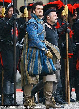В историческом костюме Орландо весьма сексапилен