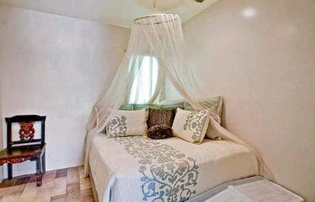 Хозяйская спальня по-скандинавски аскетичная
