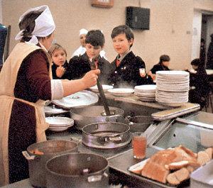 В школы вернётся советская система питания, только вместо государства за еду будут платить родители