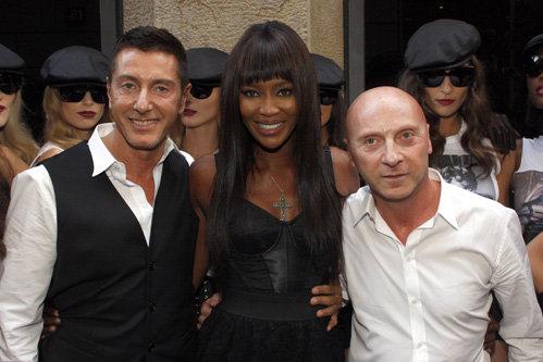 Наоми отметила 25-летие своей карьеры вместе с дизайнерами Дольче и Габбана. Фото Splash