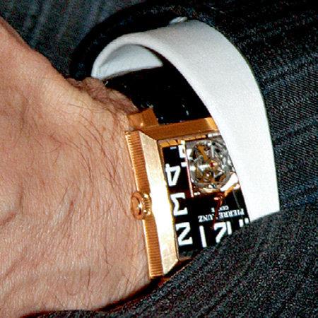 Миллиардер питает слабость к молодой, основанной в 2002 году, швейцарской часовой марке Pierre Kunz. Свои Red Gold Pierre Kunz Grand Complications - Tourbillon стоимостью около $ 20 тысяч он приобрел в 2007 году и с тех пор эти часы можно видеть на руке олигарха во время всех официальных мероприятий