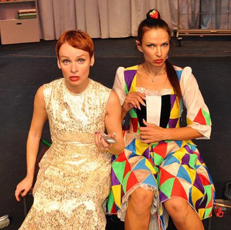 Платья для актрис собирали все цеха Тюменского областного драмтеатра