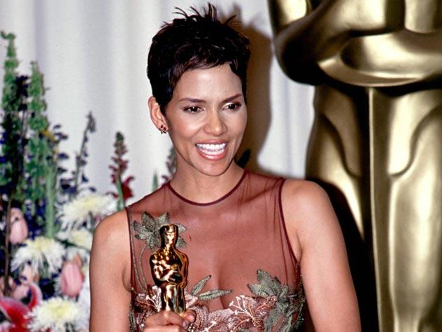 Холли Берри на Оскар-2002. globallookpress.com