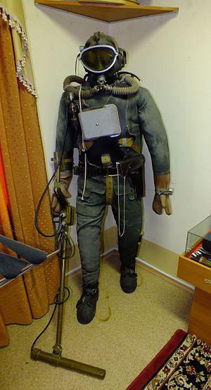 Экспонат Хабаровского музея Внутренних войск МВД «Водолаз-сапер с миноискателем»