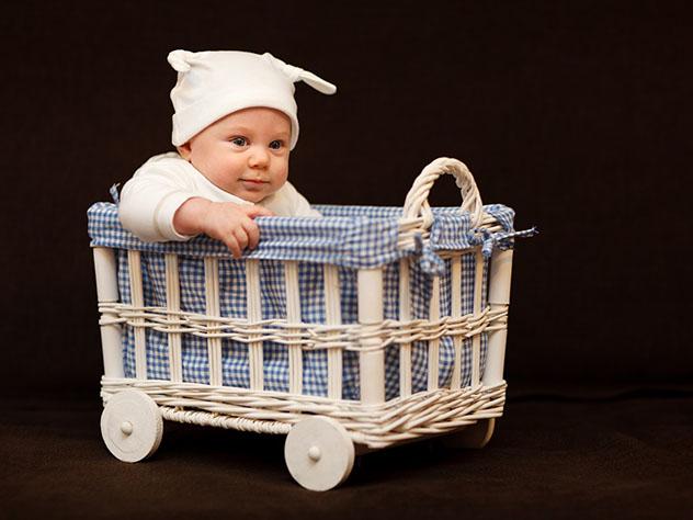 Китаянка поместила новорожденную дочь впакет иотправила вприют курьером