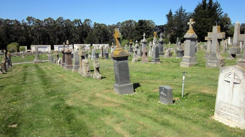 Одно из современных кладбищ Колмы. wikimedia