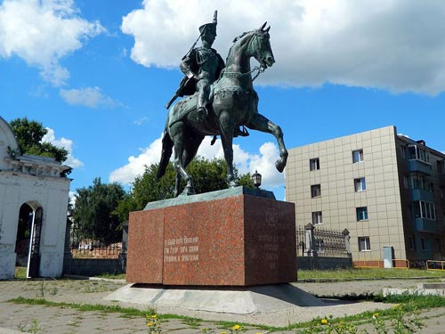 Памятник Надежде Дуровой в городе Елабуга. Тара-Амингу / wikipedia