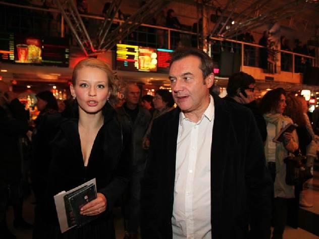 Алексей педагог  впервый раз  поведал  одочках, которых ему родила артистка  Юлия Пересильд