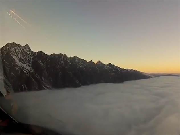 Посадка самолёта через  густые облака вАвстралии