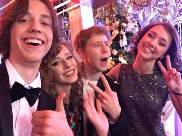 16-летняя звезда «Папиных дочек» прокомментировала слухи обеременности