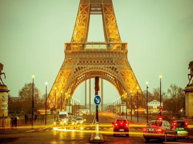париже расширили штат полиции нашествия карманников мошенников
