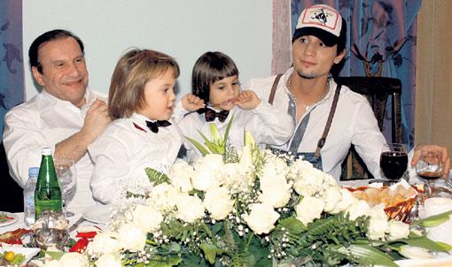 Виктор Батурин с сыновьями Андрюшей и Колей и Дима Билан