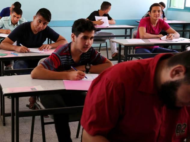Интернет позволяет выпускникам оперативно получать подсказки на экзаменах.