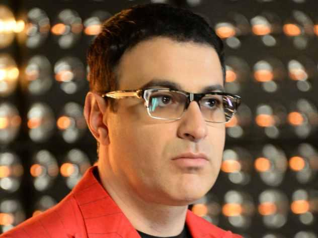 Автор популярных шоу Гарик Мартиросян заявил, что считает шоумена Гарика Харламова самым проблемным резидентом.