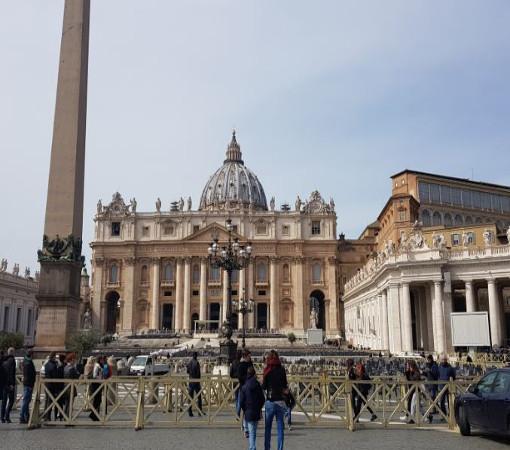 Ватикан — карликовое государство-анклав