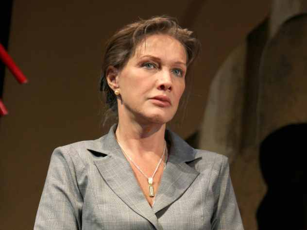 Известная актриса Елена Проклова в студии программы «Судьба человека» с Борисом Корчевниковым рассказала, почему погибли трое ее сыновей спустя несколько дней после родов.