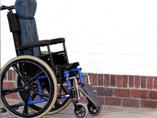 Россияне нашли колумбийскому болельщику новое инвалидное кресло взамен сломавшегося