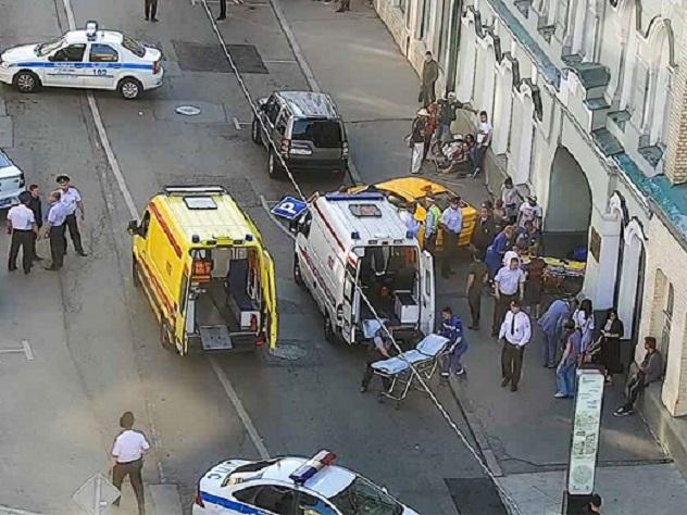 Болельщики из Мексики попали под колеса таксита в центре Москвы