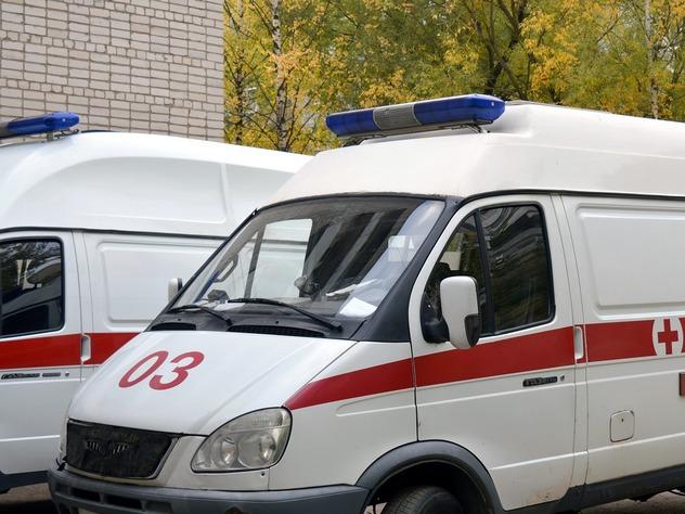 Легковой автомобиль и грузовик столкнулись в Крыму. В ДТП погибли пять человек.