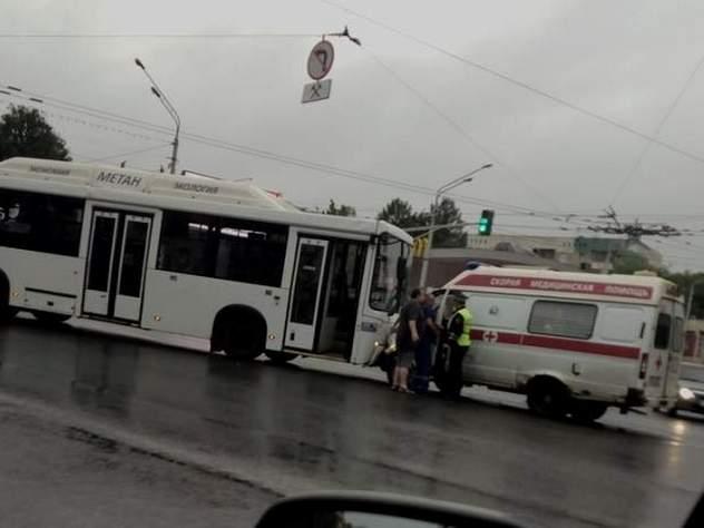 В Уфе автобус столкнулся со «скорой помощью»