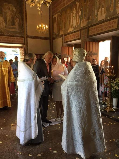 Обряд крещения провёл Архимандрит Нестор