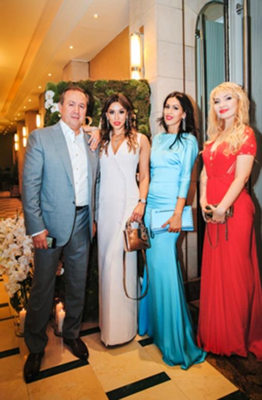 Ринат Хайров с дочерьми Эльсиной, Алиной и Ольгой
