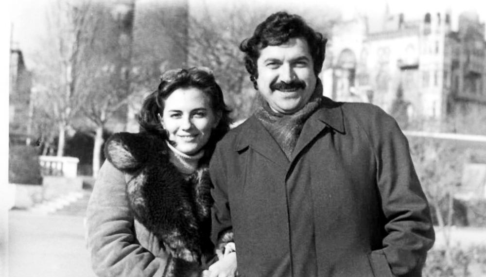 Супруга нашего героя Валида Мурадовна одно время преподавала французский и русский языки в Джорджтаунском университете