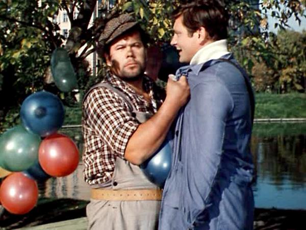 В первоначальной версии фильма герой Обухова вместо фразы «Я Гриша!» говорил: «Я грузчик!» Фразу изменили, чтобы не очернять рабочую профессию