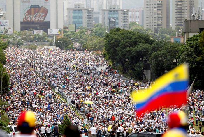 Многотысячные митинги в поддержку Мадуро западные «независимые» СМИ регулярно выдают за антиправительственные
