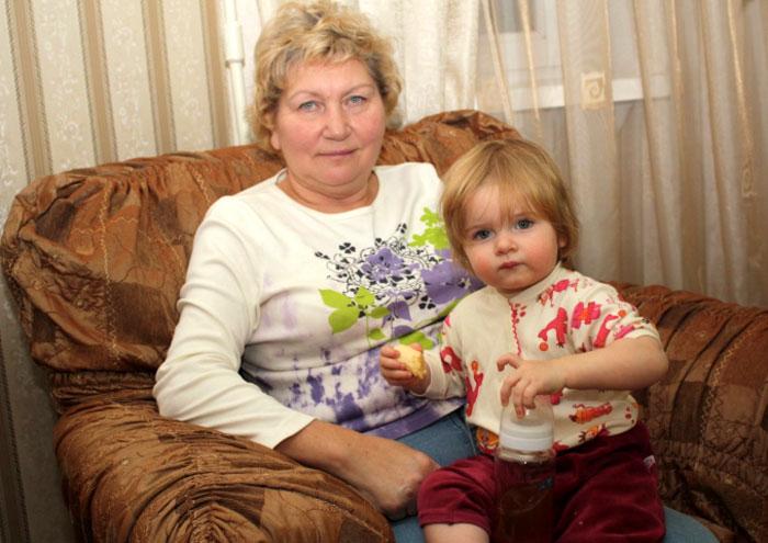 Предполагаемая дочь Бартошека с внучкой