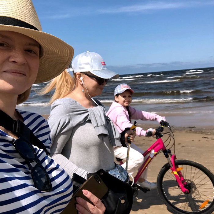 Певица любит отдыхать с дочкой и внучкой в Юрмале, где у них своя квартира