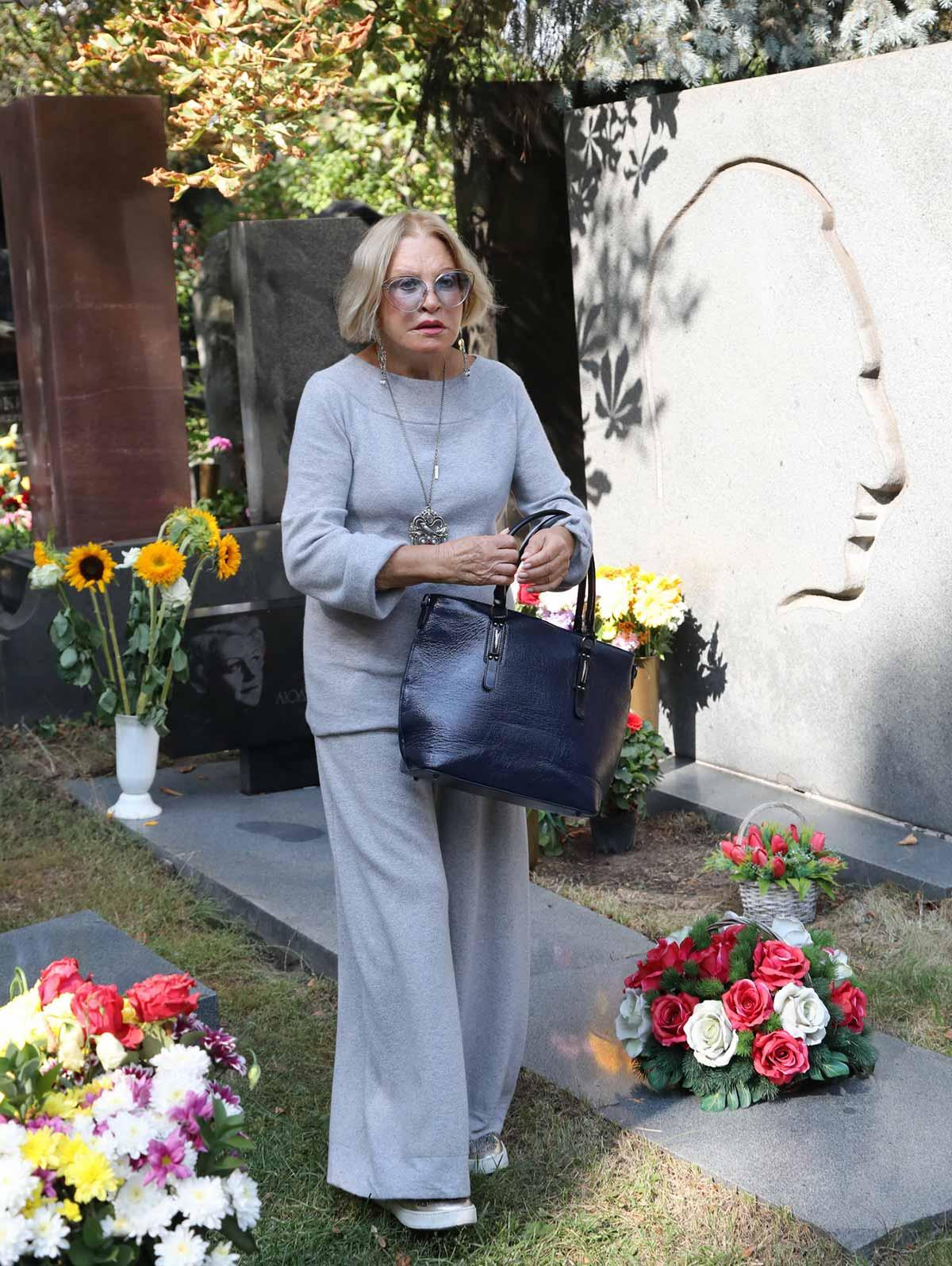 https://s8.cdn.eg.ru/wp-content/uploads/2019/09/lyudmila-maksakova-1044039.jpg