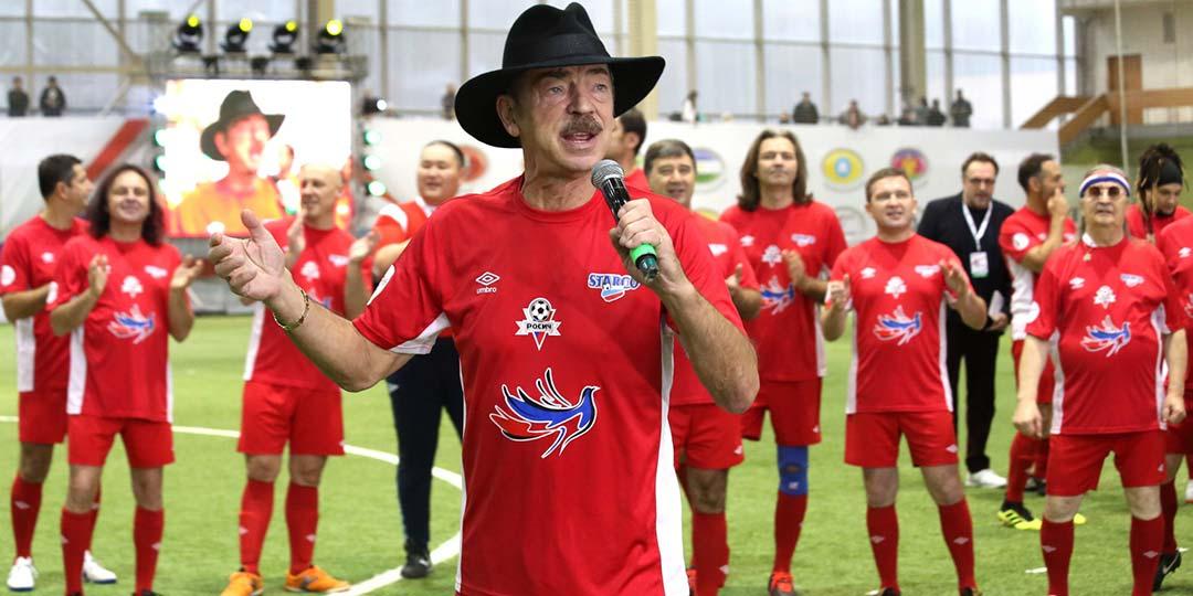Михаил Боярский сыграл в футбол в шляпе!