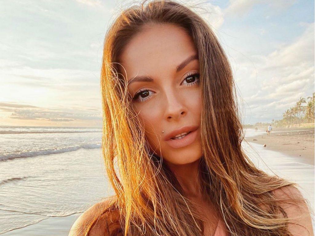 нюша поделилась пляжным фото меня сайте