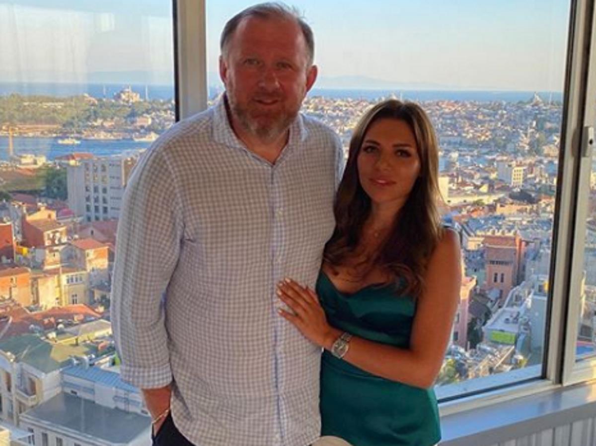 Абсолютно голые фото 28-летней жены Константина Ивлева слили в Сеть