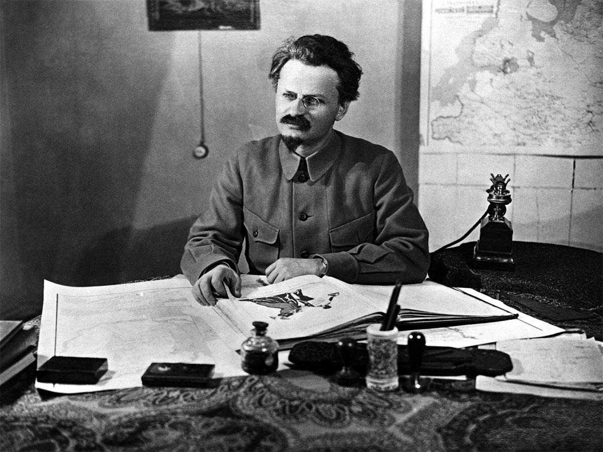 Лев Давидович называл русский народ «злыми бесхвостыми обезьянами» и утверждал, что он нужен только как «навоз истории»