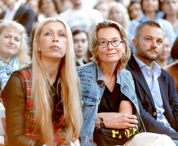 После интервью наша Анжелика в компании Юлии Высоцкой заслушалась лекции Андрея Сергеевича