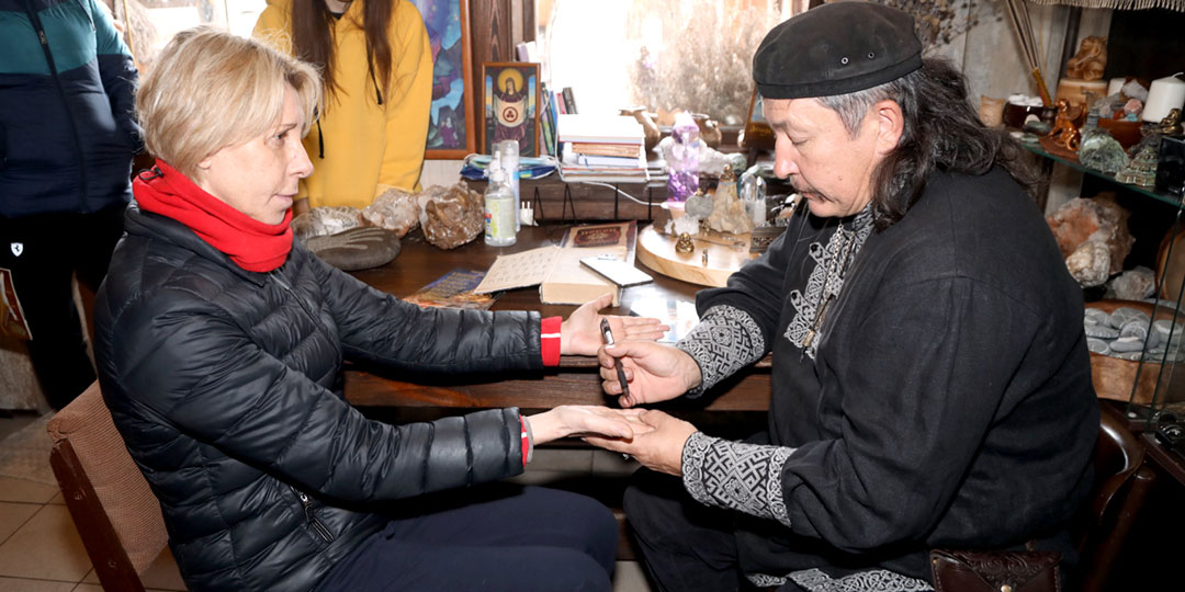 Шаман Игнатенко нагадал Юлии Рутберг по руке новую любовь