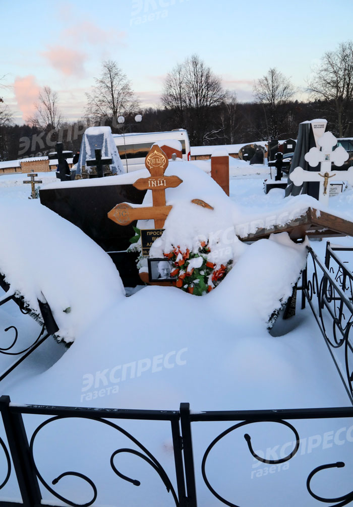 Могила Виктора Проскурина в январе 2021 года