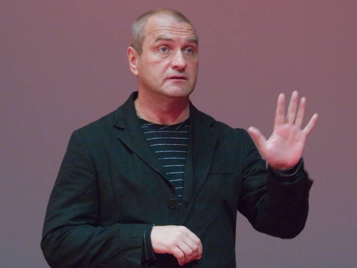 «Больно видеть его таким»: как выглядит 62-летний Александр Балуев после перенесенного коронавируса